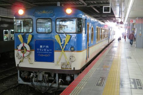 広島駅で瀬戸内マリンビュー 「尾道行き」 の表示を撮る(2019年10月)