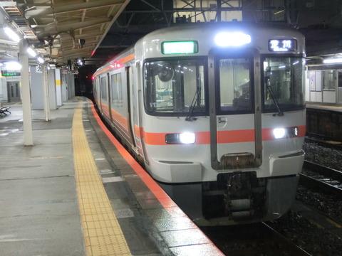 富士駅 ホーム・改札口の電光掲示板(発車標) 【夜の時間帯に見られる表示】