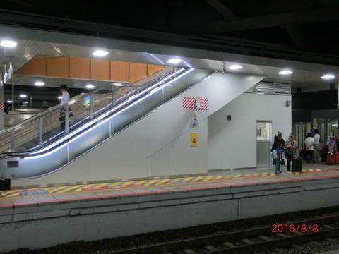 新大阪駅 新15・16番のりば エスカレーター増設に伴う工事が完了!