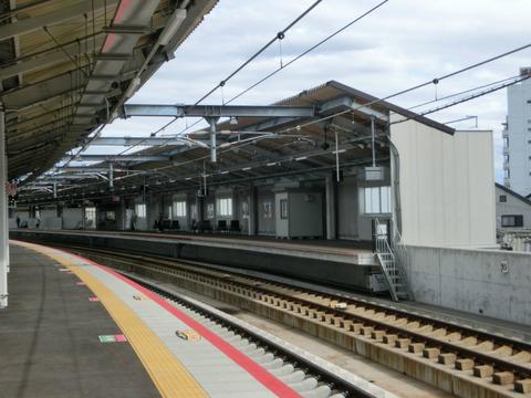 鴫野駅 使用開始された3番のりばから4番のりばを撮る (2018年5月20日)