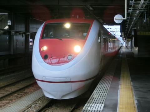 高岡駅 改札口の電光掲示板(2013年12月)