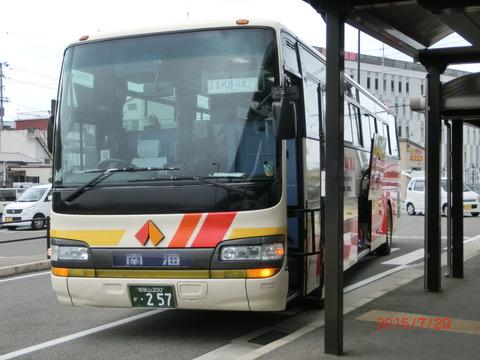 きのくに線 土砂崩れの影響で 箕島駅が 「終着駅」 に。(ホーム・駅舎・改札口・代行バス) 【2015年7月20日】