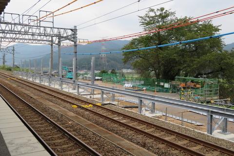 近江塩津駅でホーム増設工事が進行中??? (2020年10月)