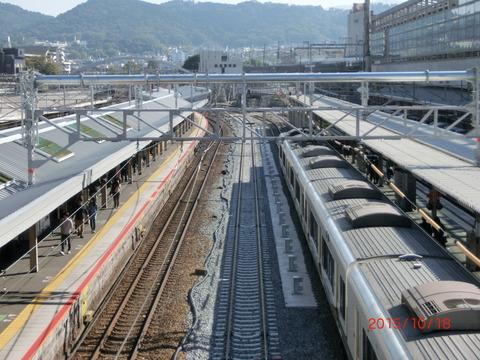 京都駅 JR奈良線ホームの拡幅工事が進行中!7番のりばと8番のりばの間に新しい線路が敷かれる!(2015年10月)
