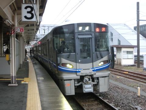 敦賀駅 改札口の電光掲示板(発車標)