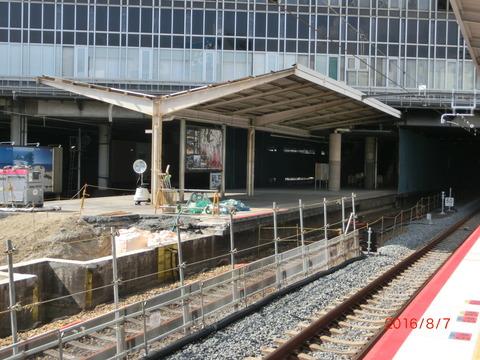 新大阪駅 旧11・12番のりば改装工事(2016年8月)