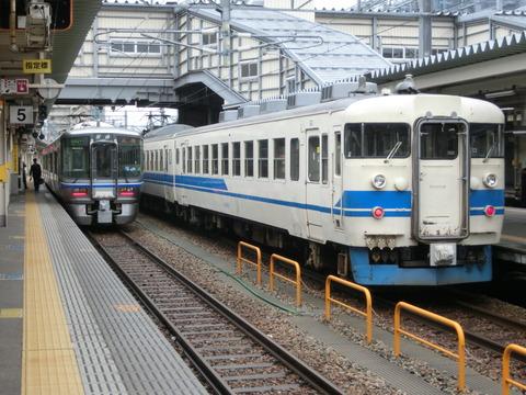 富山駅で北陸本線の普通列車(521系・413系)&特急 「ひだ」 を撮る (2013年12月)