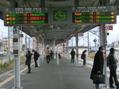 長尾駅 ホームの電光掲示板(発車標) 【2015年1月】