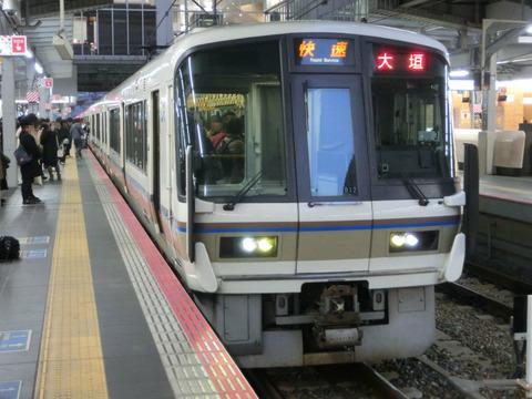 大阪駅で 快速 「米原方面 大垣行き」 を撮る