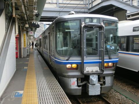 富山駅 改札口の電光掲示板(2013年12月)