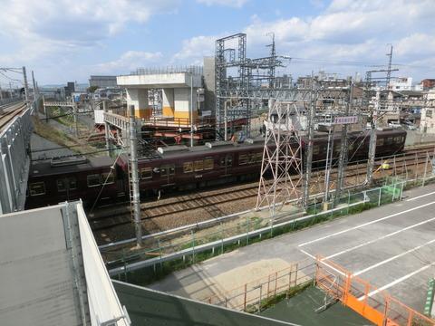 JR淡路駅のホームから 阪急淡路駅の高架化工事を撮る (2019年4月)