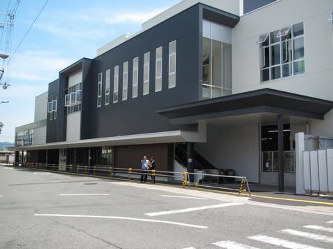 JR八尾駅の新駅舎が使用開始! 駅舎の外観&駅前の様子(2013年7月)