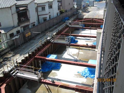 鴫野駅 新ホーム設置工事(2013年4月)