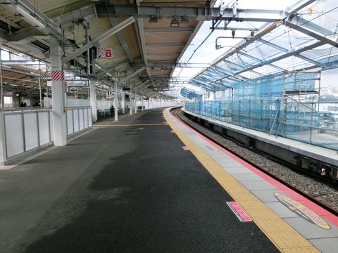 鴫野駅 改装後の2番のりば&改札内コンコースの様子(2018年2月)