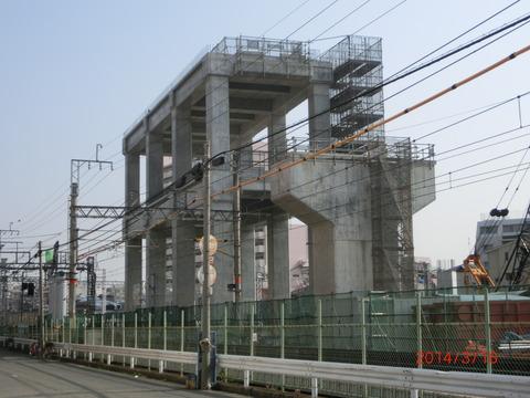 阪急淡路駅 高架化工事&東口周辺の再開発(2014年3月)