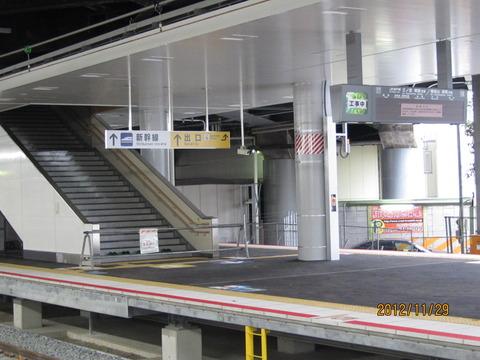 新大阪駅の新ホーム、発車標がついに設置される(2012年11月)