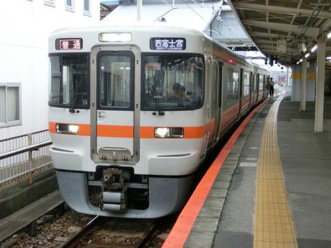 富士駅 ホーム・改札口の電光掲示板(発車標)  【更新前】