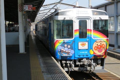 【瀬戸大橋線】 アンパンマントロッコの牽引車が 岡山側から四国側に変更されていた件 【新旧比較】