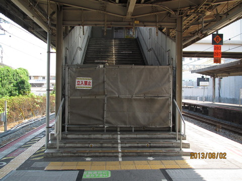 和泉府中駅 旧駅舎の解体工事が進行中! (2013年7月・8月)