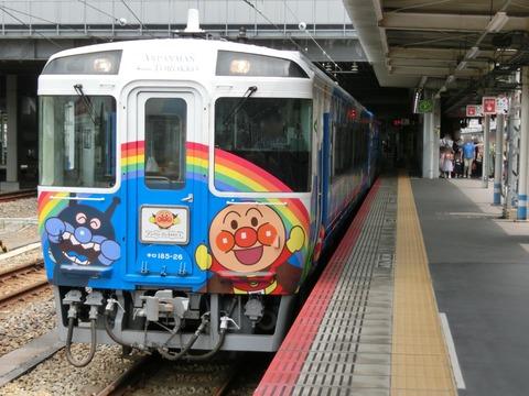 岡山駅で臨時列車 「瀬戸大橋アンパンマントロッコ」 を撮る (2019年7月)