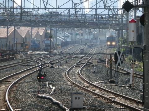 放出駅 おおさか東線の電車同士の緩急接続は不可能だった!