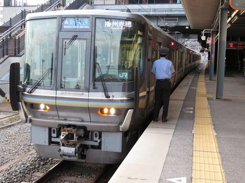 JR京都線・神戸線の223系に車内ディスプレイを設置! ドア上のLED表示器を取り替え。(2020年3月中旬~2021年度)
