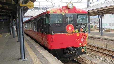 七尾駅で 観光列車 「花嫁のれん」 & 駅名標を撮る (2021年3月)