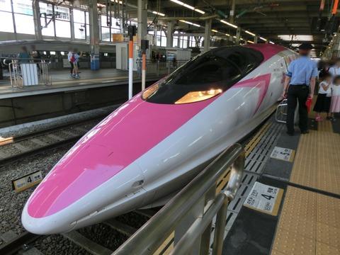 広島駅で 「ハローキティ新幹線」 を撮る (2018年9月)