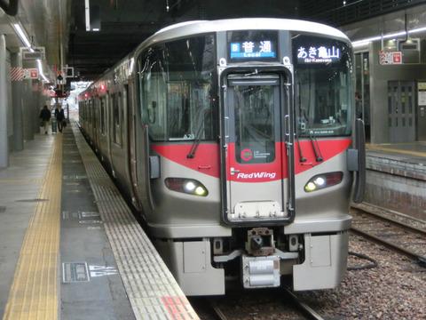 【可部線 延伸開業】 広島駅で 「あき亀山行き」 を撮る(発車標&227系)