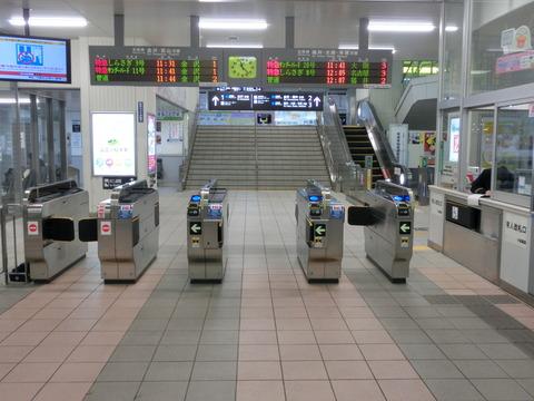 小松駅 改札口の新旧比較(有人改札から自動改札へ)