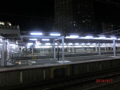 JR尼崎駅 ホーム屋根の延長工事が進行中! (2014年9月)
