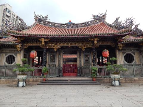 龍山寺外観