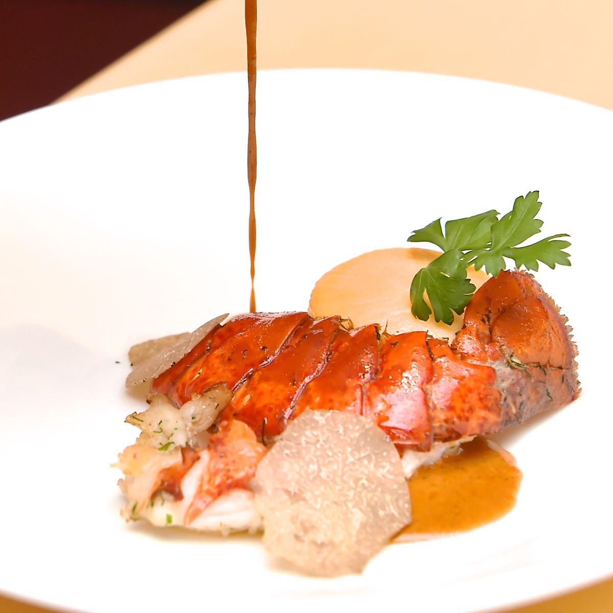 ロブスターのポワレ バニラ香るロブスターソース トリュフとマッシュルームのデュクセルを入れたムースリーヌ2
