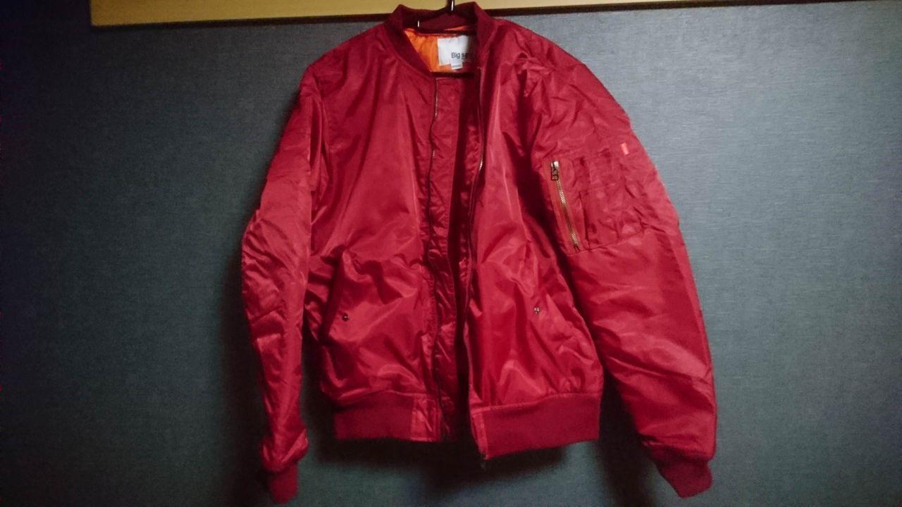 【画像有り】Amazonで買った赤いジャンパーのカッコイイ着こなしを教えろ