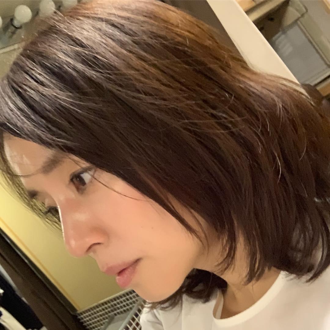 """【芸能】石田ゆり子、""""放心状態""""の一枚に反響「それでも美しい」「お肌が綺麗」"""