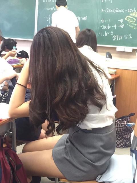 慶應義塾大学の女子大生のミニスカ、エロすぎる アニメ漫画まとめ速報 あま速!