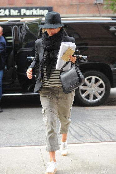 Jennifer-Aniston-Street-Style-1-10272015-373x560