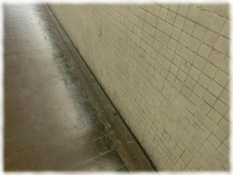 烏丸地下道のタイル