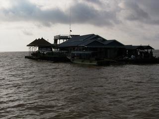 トンレサップ クルーズ 水上の家