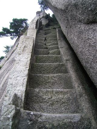 黄山 天都峰 急な階段