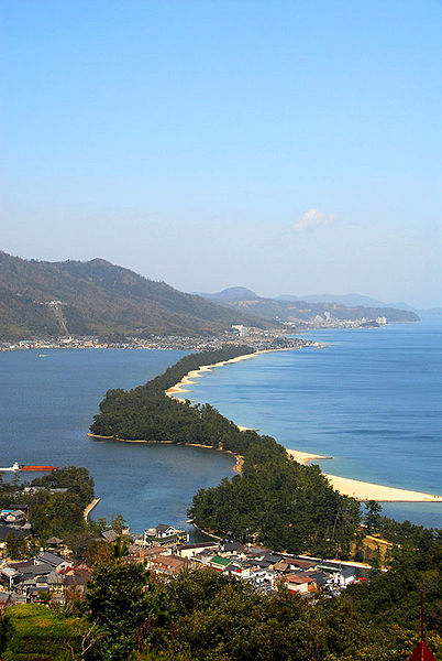 402px-Amanohashidate_view_from_ViewLand
