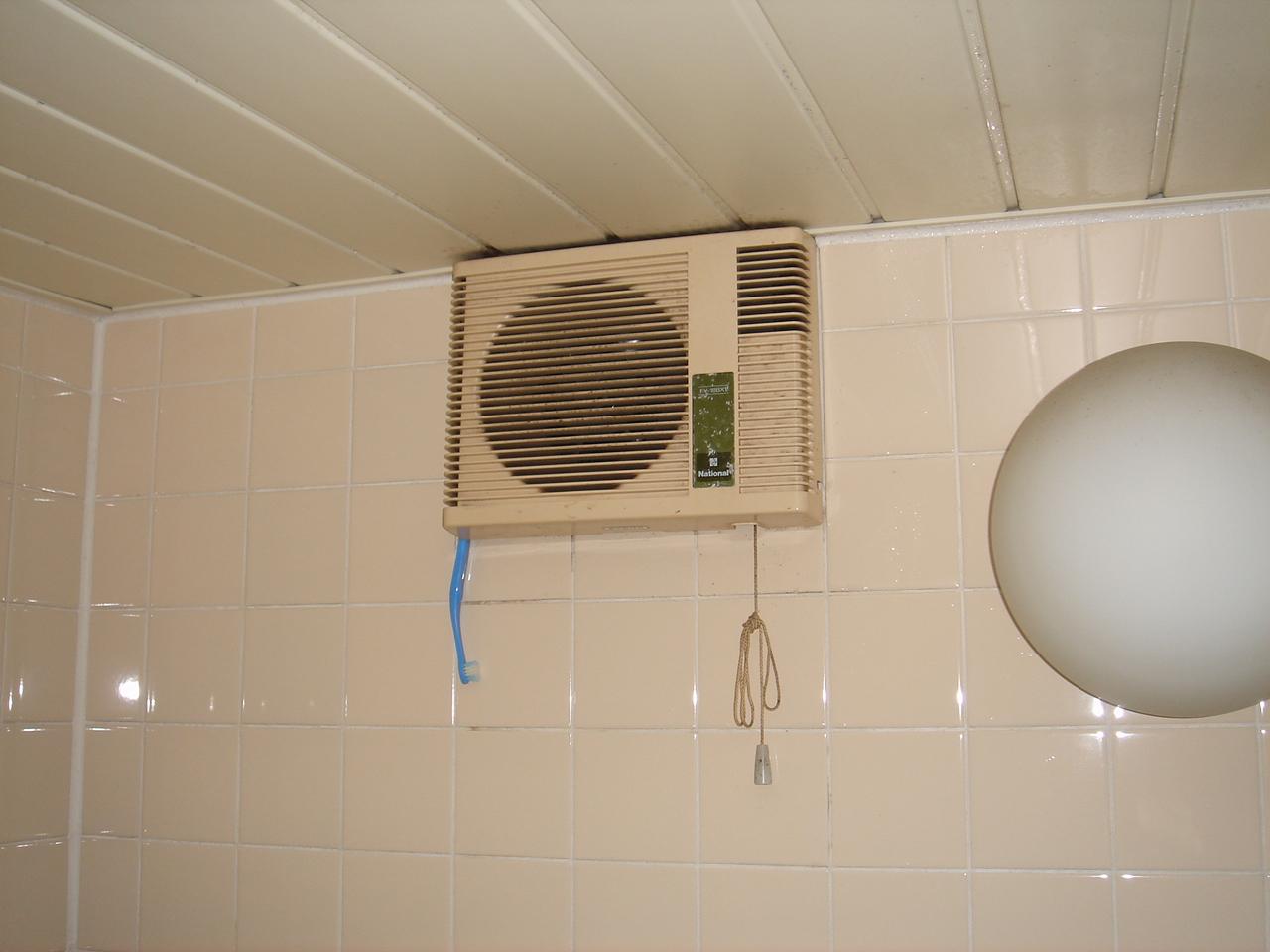 換気扇 風呂 交換 場 お風呂の換気扇は24時間つけっぱなしが基本!消さないメリットと気になる電気代は?|【enepi