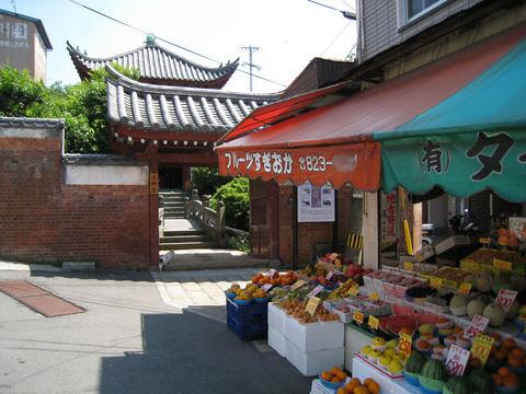 土神堂とマーケット