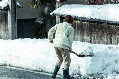 ごめん。明日、雪かき行ってもらっていい?