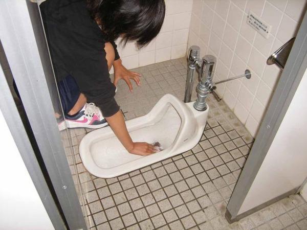 トイレ素手洗い (2)