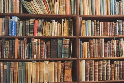 大学生のワイ、夏休みは図書館にこもることを決意