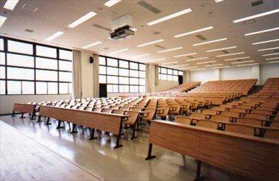 ワイぼっち、大学の授業開始まで最前席で待機・・・