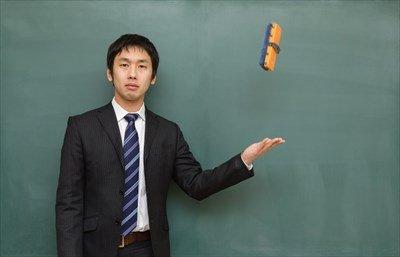 糞教師「ファッ!?前の授業の板書が消されてないンゴ!?」
