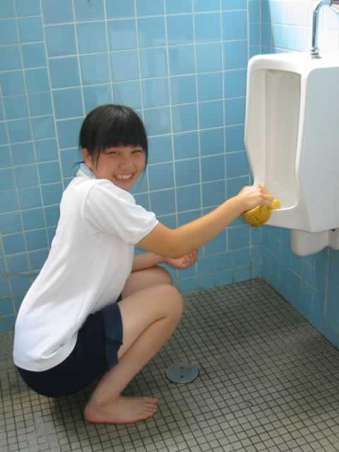 トイレ素手洗い (1)