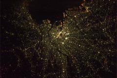 宇宙から見た東京の夜景